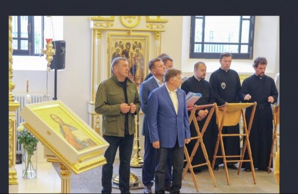 Петербургского оппозиционного депутата наградили медалью РПЦ
