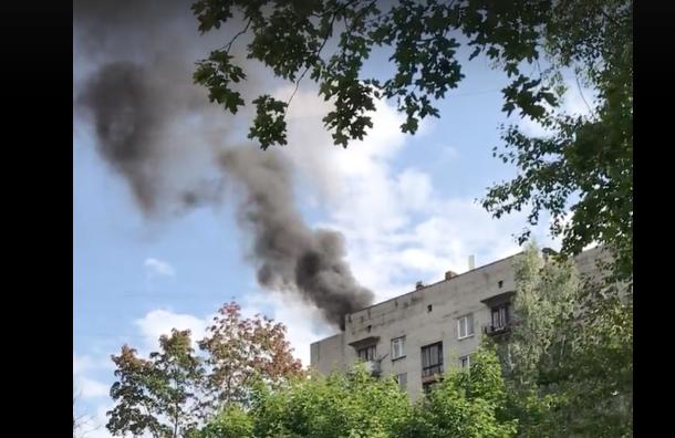 Очевидцы: загорелась крыша дома наБелградской улице вПетербурге