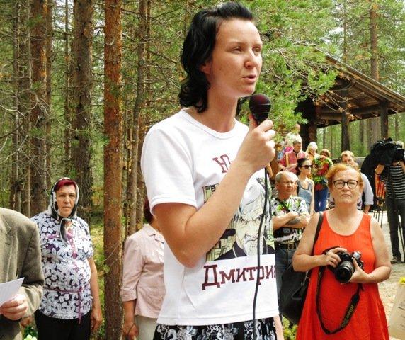 дочь Юрия Дмитриева Екатерина Клодт на митинге в Сандармохе