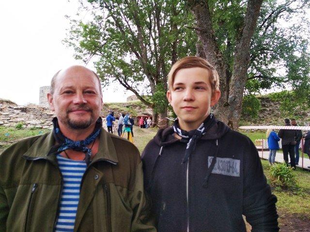 Волонтеры отец и сын Гайдуковы
