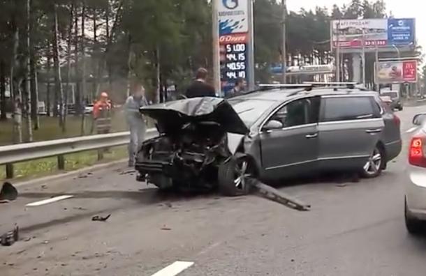 Водителя Volkswagen зажало вмашине после ДТП наПриморском шоссе