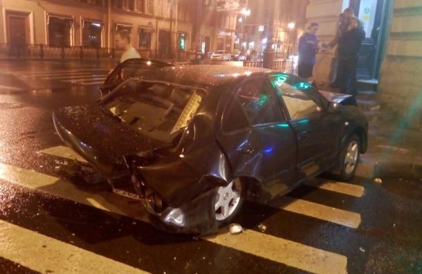 Пять автомобилей столкнулись вцентре Петербурга