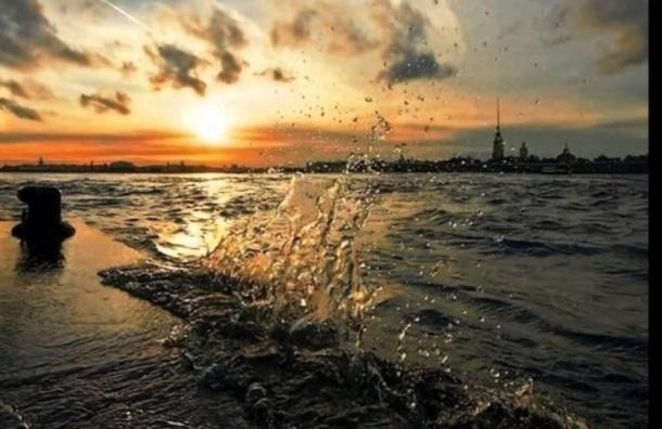 Петербург встретит новую рабочую неделю непродолжительными дождями