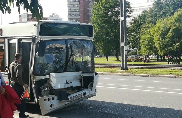 Семь человек пострадали встолкновении двух автобусов наСтачек
