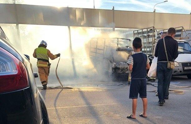 Автомобиль сгорел на5-м Предпортовом проезде