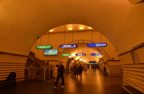 Станцию «Невский проспект» проверяли 43 минуты из-за бесхоза