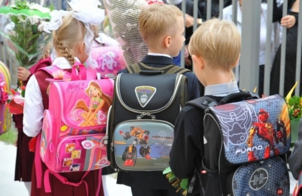 Роспотребнадзор напомнил оприемлемом весе школьных рюкзаков