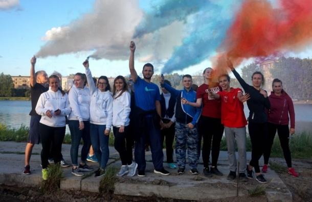 Молодежь Санкт-Петербурга поддержала всероссийский флешмоб «cобери цвета флага»