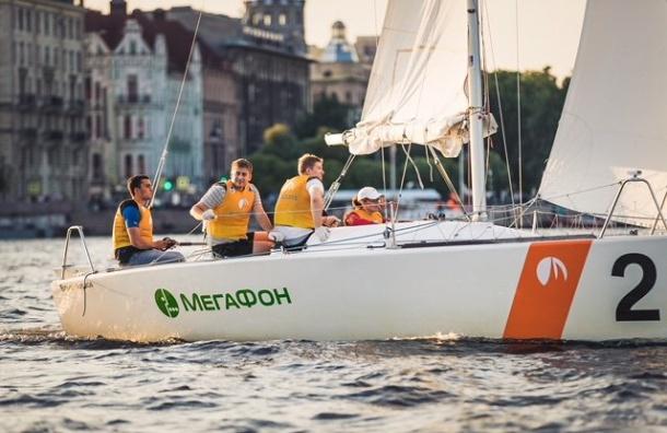 «МегаФон» устроил интернет-серфинг наяхтах вцентре Петербурга