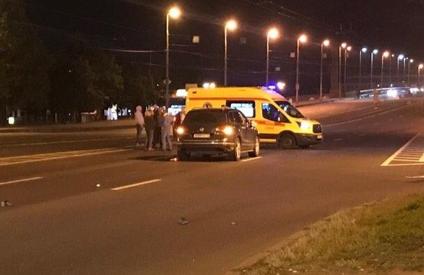 Ночью Volkswagen Touareg насмерть сбил девушку наНародной улице