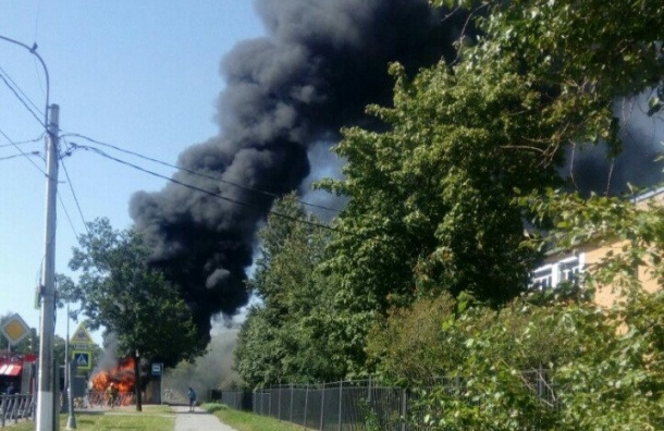 Автобус сгорел наСанкт-Петербургском шоссе
