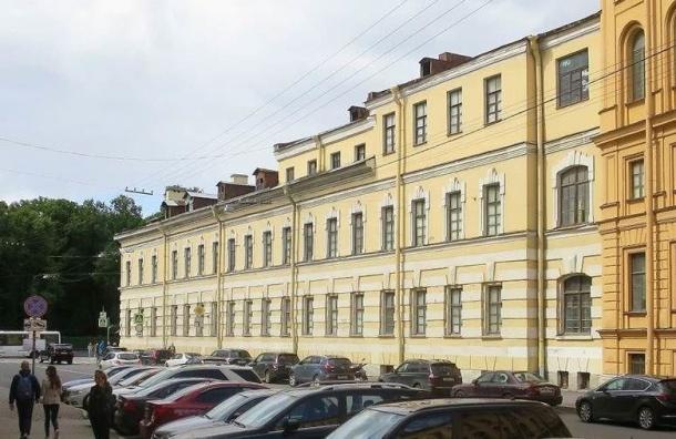 Бондаренко сделал замечания по60 фасадам вцентре Петербурга