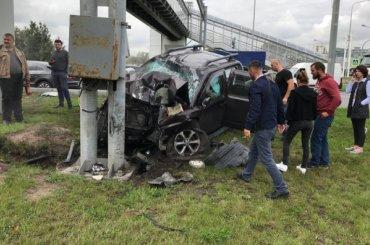 Nissan Navara смяло обопору наПулковском шоссе