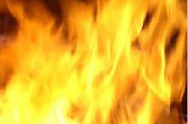 Пожарные тушили ночью квартиру наКараваевской улице