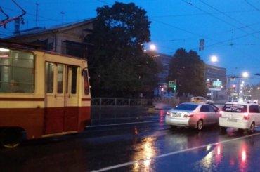 ДТП парализовало трамваи наПолитехнической улице вПетербурге