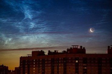 Петербуржцы заметили внебе серебристые облака