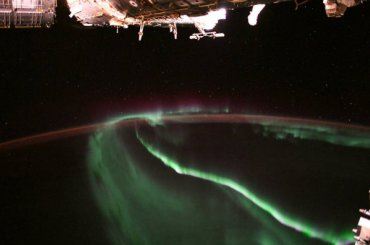 NASA показало северное сияние изкосмоса