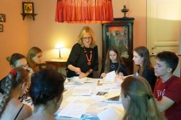 Школьники медленно читали «Реквием» Ахматовой