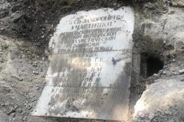 Мемориал участникам революции обнаружили вНикольском саду