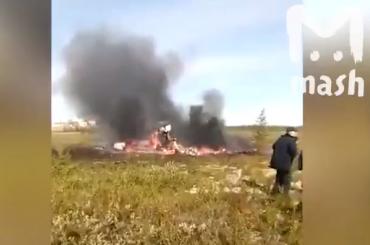 Соцсети показали первые кадры сместа крушения вертолета вКрасноярском крае