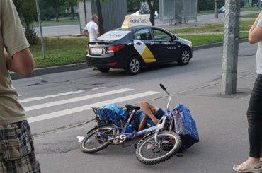 Такси сбило велосипедиста наМаршала Жукова