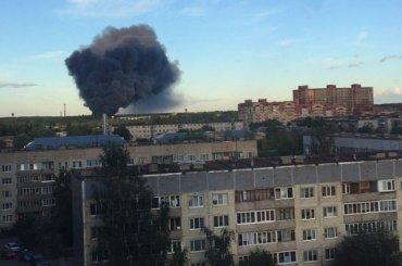 Завод «Петрофлекс» горит вЛенобласти