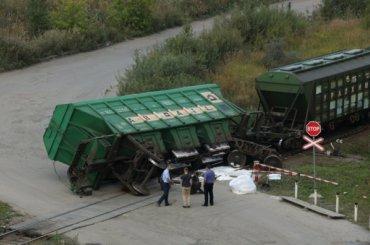 Вагон поезда упал около «Предпортовой»