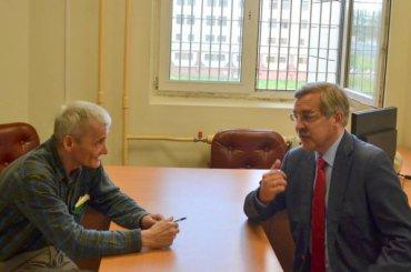 Шишлов посетил Юрия Дмитриева вСИЗО-1 вКолпине