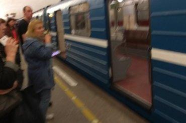 Поезд сломался накрасной ветке метро