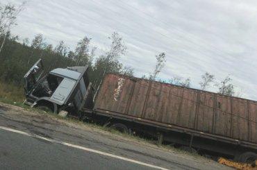 Огромная пробка образовалась наМурманском шоссе из-за ДТП сфурой
