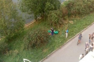 Утопленника достали изреки Сосновки вПетербурге