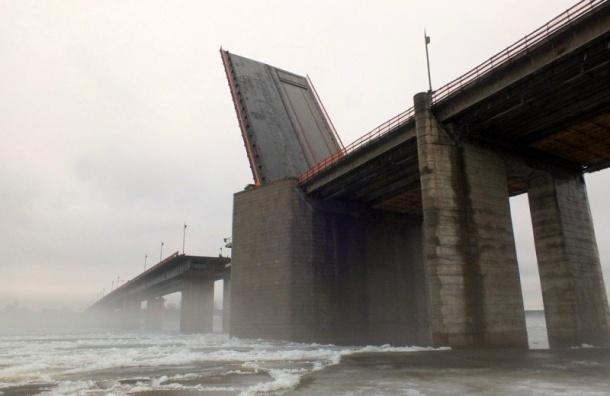 Ладожский мост днем 30августа разведут дважды