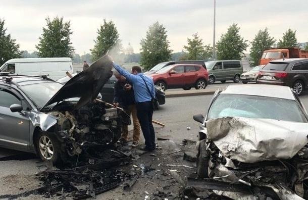 Водители пострадали вДТП наМалоохтинском