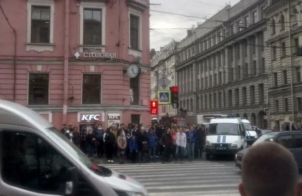 Бизнес-центр около «Василеостровской» эвакуировали