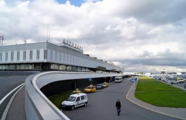 Аэропорт Пулково развернул перед посадкой несколько самолетов