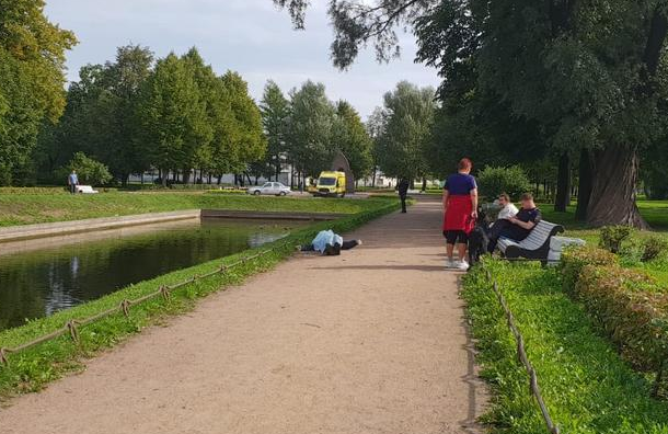 Труп неизвестного достали изпруда Сампсониевского сада