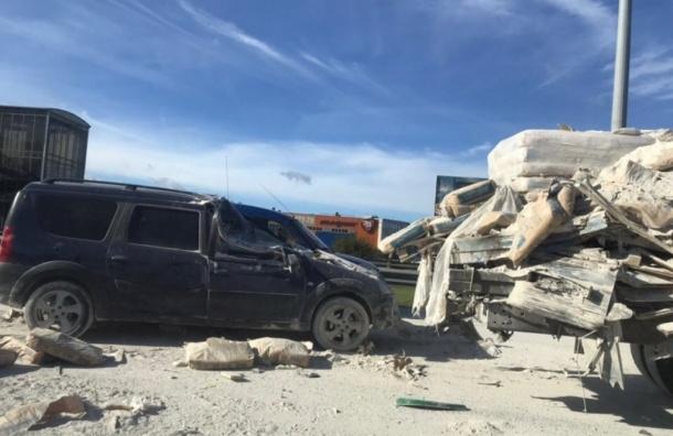 Дорожники закрыли две полосы из-за смертельного ДТП