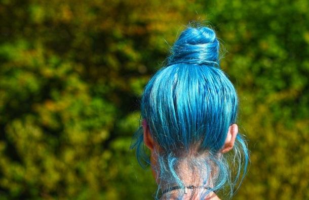 Девочку ссиними волосами непустили впетербургскую школу 1сентября