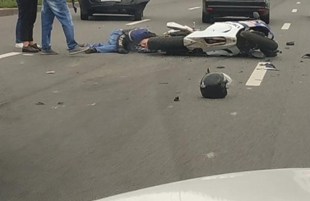 Авария счетырьмя машинами имотоциклом произошла вПетербурге