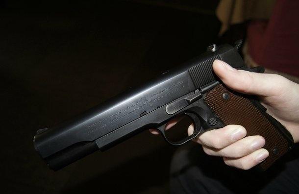 Мужчина пугал прохожих пистолетом наСикейроса