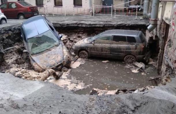 Два человека погибли из-за прорыва трубы наИзмайловском