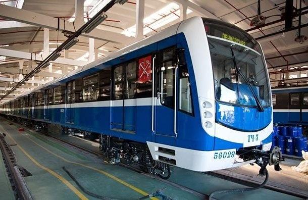 Вагон поезда метро вмещает 300 пассажиров