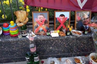 УпосольстваРФ наУкраине праздник послучаю смерти Захарченко иКобзона