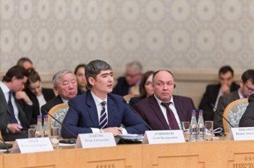 Петербуржец покинул высокий пост вправительстве ибудет петь врок-группе