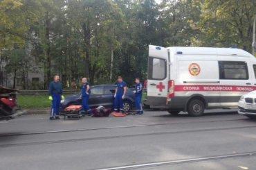 Легковушка сбила мотоциклиста напроспекте Науки