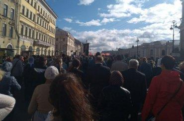 Студентов повели накрестный ход вПетербурге под надуманным предлогом