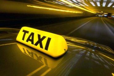 Таксистка ограбила пассажирку наМаршала Захарова