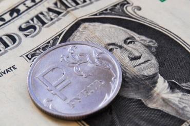 Курс доллара впервые савгуста упал ниже 67 рублей