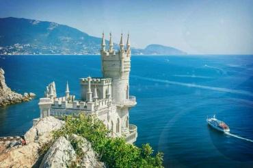 Петербург иКрым будут сотрудничать всфере туризма