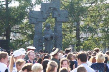 Петербуржцы почтили память жертв теракта вБеслане